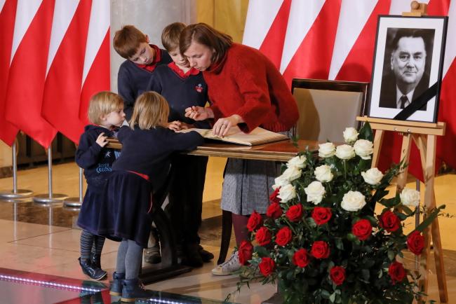 У Канцелярії прем'єр-міністра у Варшаві викладено Пам'ятну книгу, присвячену покійному Янові Ольшевському
