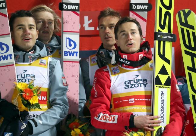 Польські стрибуни на подіумі (зліва направо): Якуб Вольни, Давід Кубацький, Пйотр Жила, Каміль Стох