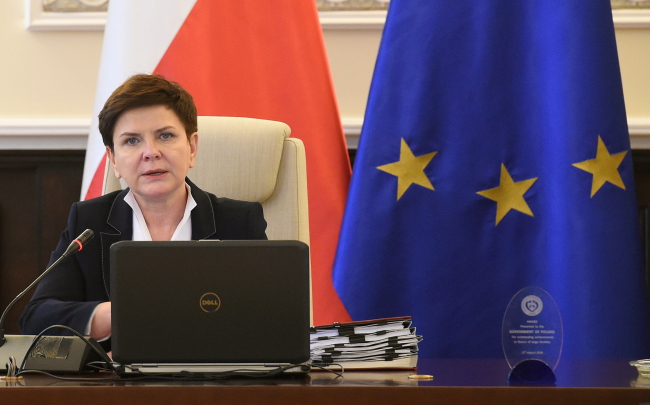 Prime Minister Beata Szydło before her cabinet's meeting on 6 December. Photo: PAP/Radek Pietruszka