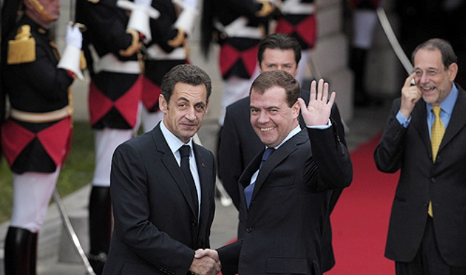 Екс-президенти Франції Ніколя Саркозі та Росії Дмітрій Мєдвєдєв у період російсько-грузинської війни 2008 року
