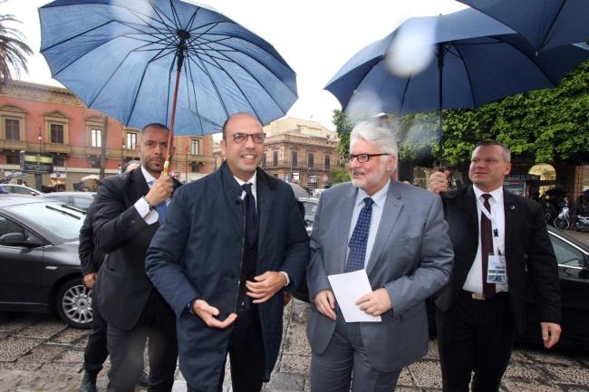 Міністр закордонних справ Польщі Вітольд Ващиковський (П) та голова італійської дипломатії Анджело Альфано (Л)