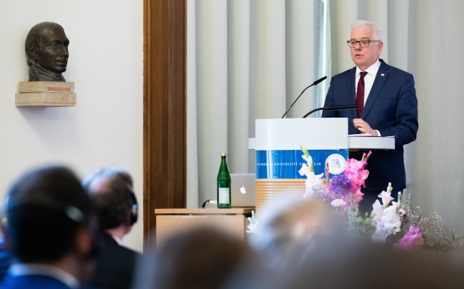 Министр иностранных дел Польши Яцек Чапутович выступает с речью в Берлинском университете имени Гумбольдта
