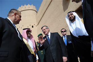 Komorowski in Saudi Arabia for trade talks