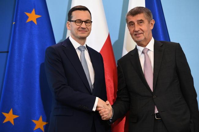 Прем'єр-міністри Польщі Матеуш Моравєцький (л)  та Чехії Андрей Бабіш під час зустрічі у Варшаві