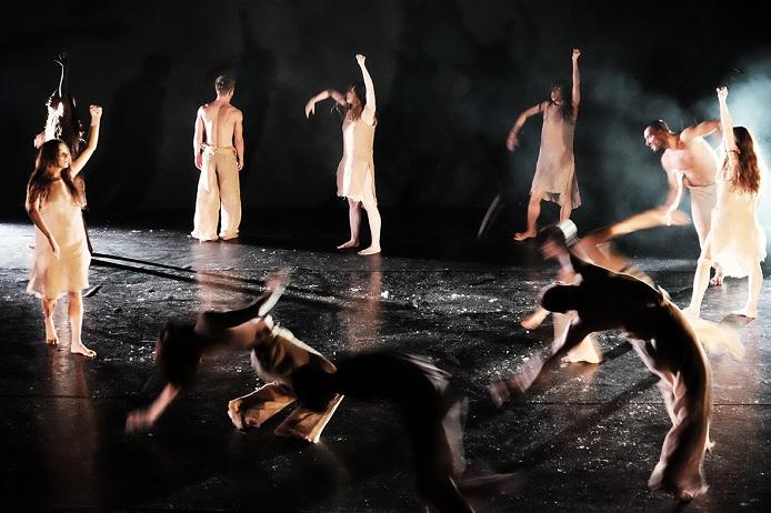 """""""Żniwa / Ernte"""", Polnisches Tanztheater aus Poznań, fot. © Arkadiusz Łuba"""