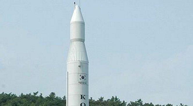 Północnokoreańska rakieta Unha-3 na wyrzutni. Zdjęcie ilustracyjne