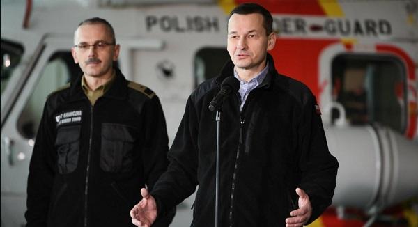 Премьер Матеуш Моравецкий (справа) и комендант Пограничной охраны генерал Томаш Прага.