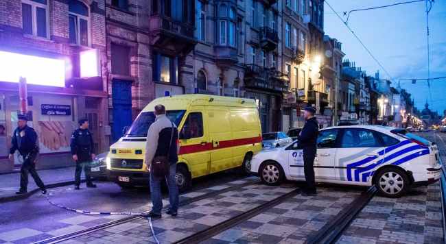 Belgian police and security personnel raid Shaerbeek area, after an explosion at Maelbeek Metro station, Brussels, Belgium, 22 March 2016. Photo: EPA/STEPHANIE LECOCQ