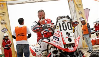 Sonik on third Qatar rally victory