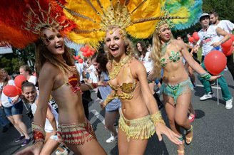 Rio-style carnival comes to Warsaw