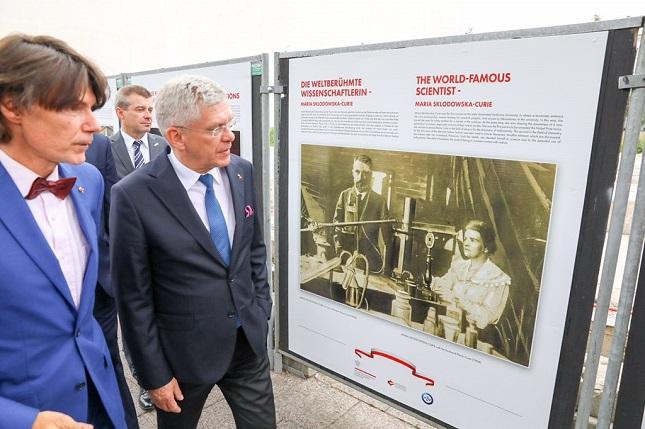 Prof. Arkadiusz Stempin und Senatsmarschall Stanisław Karczewski (v.l.n.r.) bei der Ausstellungseröffnung.
