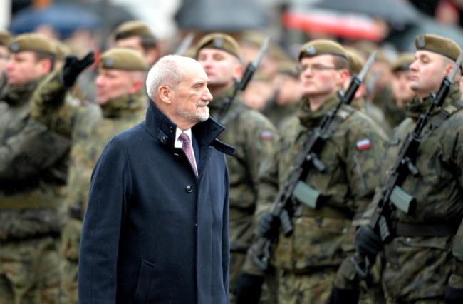 Міністр національної оборони Антоні Мацєревич під час присяги солдатів  територіальної оборони в Ряшеві, 26 листопада 2017 року