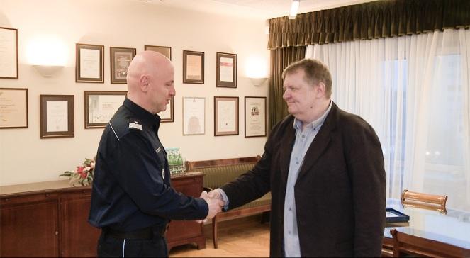 Prezes Polskiego Radia Jacek Sobala przekazuje środki Komendantowi Głównemu Policji, nadinspektorowi Jarosławowi Szymczykowi