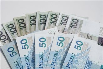 Pay goes up in Polish private sector