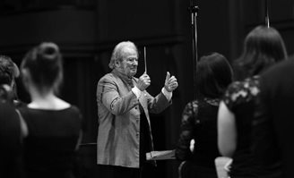 Kraków Music Academy honours veteran British conductor