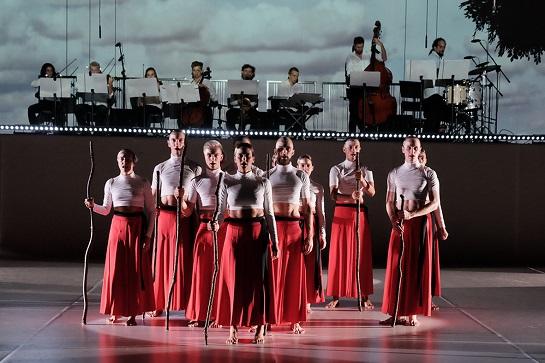 """Ensemble des Polnischen Tanztheaters aus Poznań während des Stücks """"Wir alle sind Götter"""", fot. ©️ Arkadiusz Łuba"""