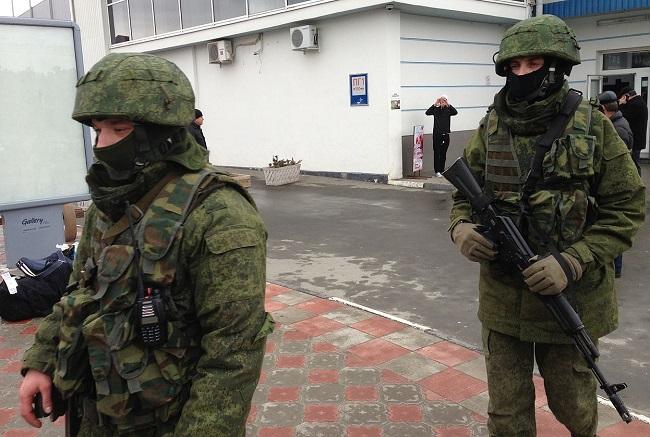 Российские солдаты в оккупированном Крыму. 2014 год