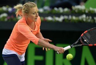Urszula Radwańska advances to Monterrey quarter-finals