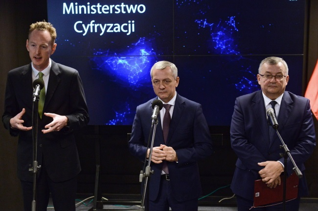 Poland's Infrastructure Minister Andrzej Adamczyk (right), Digitisation Minister Marek Zagórski (centre) and Uber's Regional General Manager for Northern and Eastern Europe Jamie Heywood (left) during a news conference in Warsaw on Tuesday. Photo: PAP/Jakub Kamiński