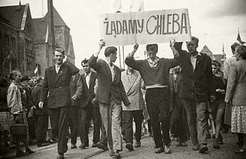 "Protest in 1956. The banner reads: ""We demand bread"". Photo: Wikimedia Commons"