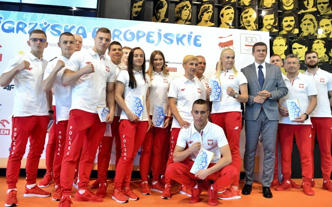 Sports Minister Witold Bańka (third from right) and members of the Polish national team for the 2nd European Games, at a send-off ceremony in Warsaw on Monday.