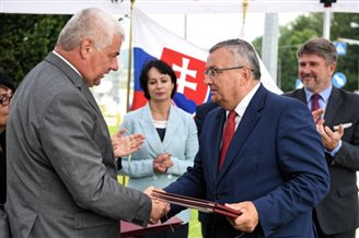 Poland, Slovakia agree to link roads, build cross-border bridge