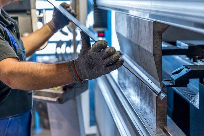 Президент США заявил о введении таможенных пошлин на импортированные сталь и алюминий.