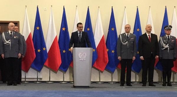 Премьер Матеуш Моравецкий на встрече с полицейскими в Щитно