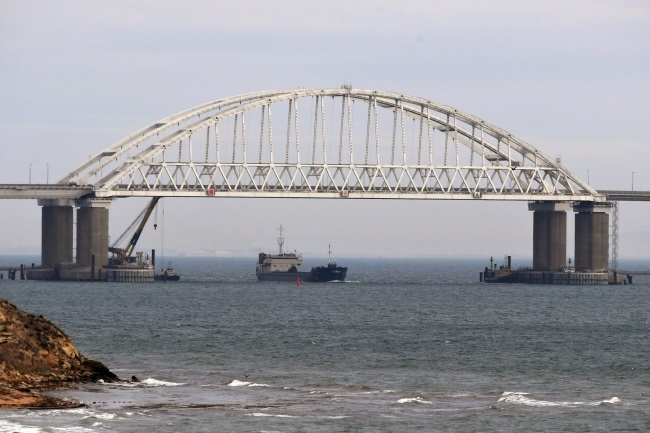 View of bridge over Kerch Strait, a narrow body of water that separates the Black Sea from the Sea of Azov and divides Crimea from southern Russia. Photo: EPA/STRINGER