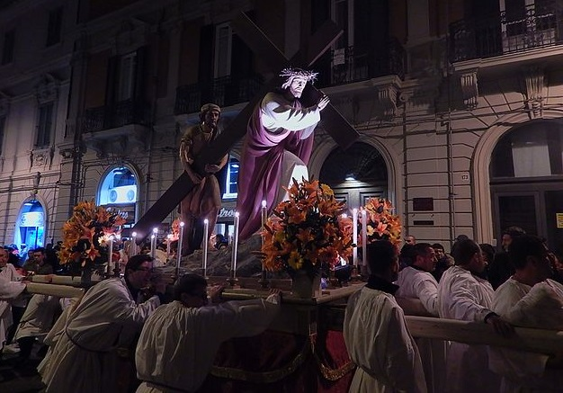 Традиционное шествие, показывающее Страсти Христовы, Страстная пятница в Мессине, Сицилия