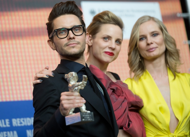 Winner of the Silver Bear for Best Script, director Tomasz Wasilewski for 'United States of Love' poses with Magdalena Cielecka (R) and Julia Kijowska at the Awards Ceremony of the 66th annual Berlin International Film Festival, in Berlin, Germany, 20 February 2016. EPA/KAY NIETFELD