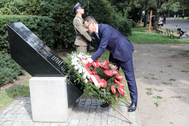 Prime Minister Mateusz Morawiecki honours the Polish victims of the 9/11 terror attack in New York. Photo: PAP/Tomasz Gzell