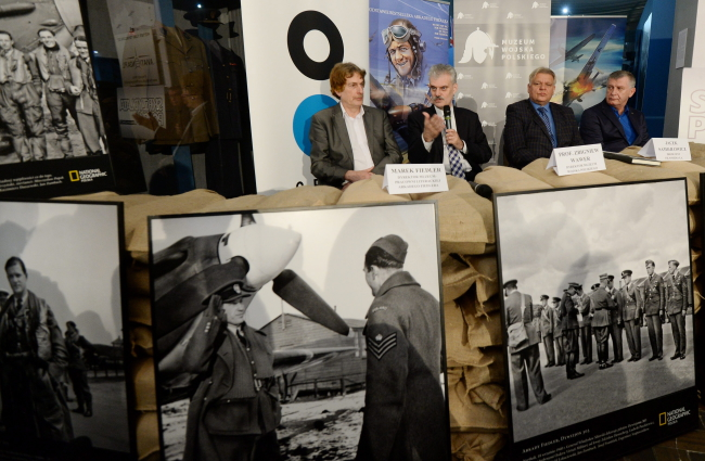 From left  Marek Fiedler (son of Arkady Fiedler, whose book inspired the film), Professor Zbigniew Wawer, director of the Polish Army Museum, film producers Jacek Samojłowicz and Bogusław Job. Photo: PAP/Bartłomiej Zborowski