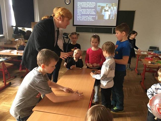 На занятиях в пункте изучения белорусского языка в Варшаве