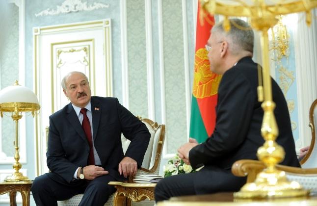Stanisław Karczewski (right) meets Alexander Lukashenko. Photo: PAP/Marcin Obara