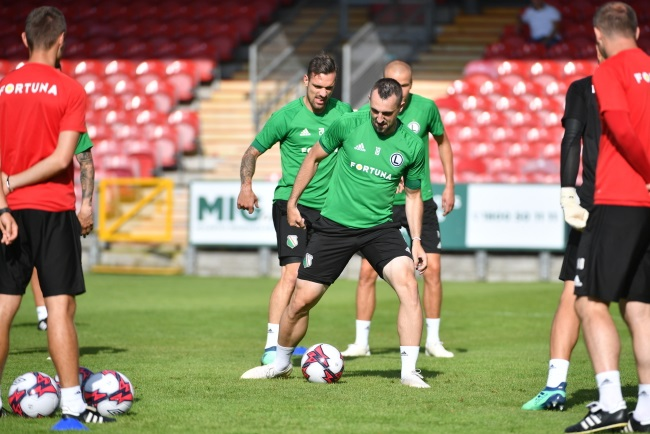 Legia Warsaw players Marko Vesovic (left) and Michał Kucharczyk (right) train ahead of the match at Turner's Cross Stadium in the southwestern Irish city of Cork. Photo: PAP/Bartłomiej Zborowski