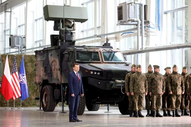 Міністр національної оборони Польщі Маріуш Блащак під час підписання контракту, Варшава, 28 березня 2018