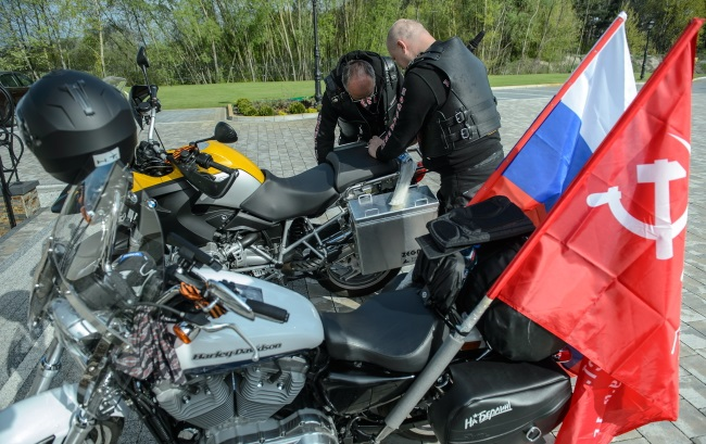 Members of the Night Wolves biker group at the Polish-Belarusian border. Photo: PAP/Wojciech Pacewicz