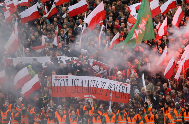 Participants in the Independence Day march in Warsaw. The banner proclaims the slogan 'Stop the Islamisation of Poland'. Photo: PAP/Paweł Supernak