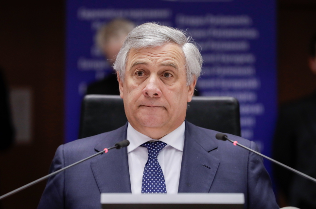 Председатель Европарламента Антонио Таяни на голосовании по ситуации в Венесуэле во время пленарного заседания Европарламента в Брюсселе