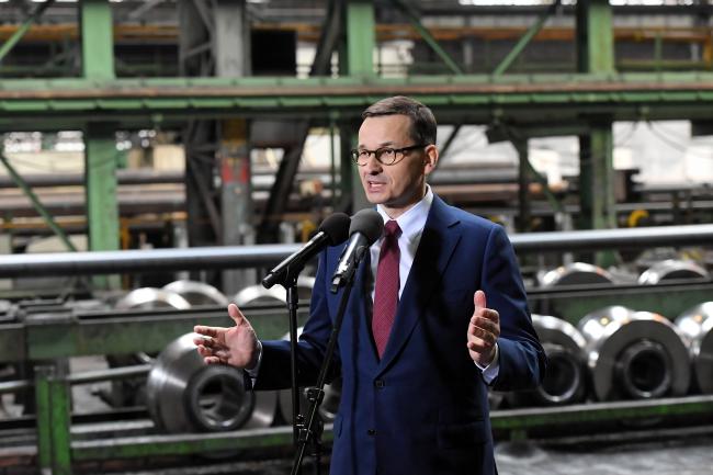 Премьер-министр Gjkmib Матеуш Моравецкий во время визита на металлургический комбинат «Феррум»