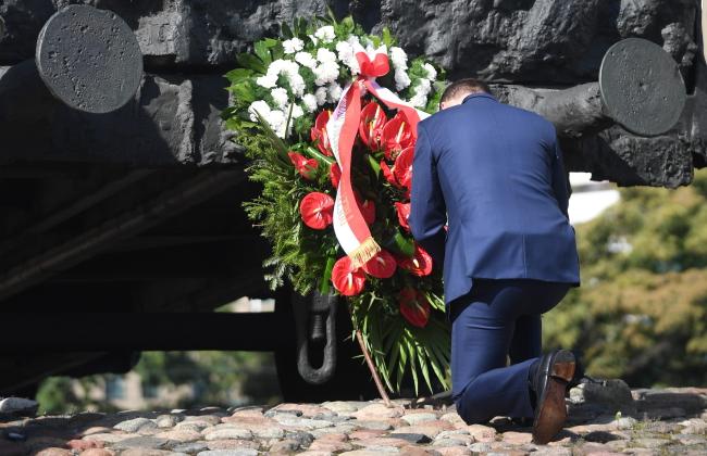 Prezydent Andrzej Duda pod Pomnikiem Pomordowanym na Wschodzie. Zdjęcie ilustracyjne. Foto: PAP/Bartłomiej Zborowski
