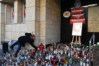 Poland pays tribute to slain mayor