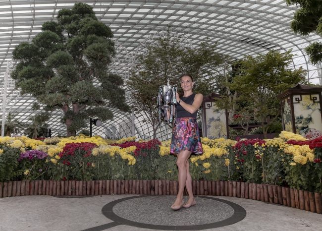 Agnieszka Radwańska holds up the Billie Jean King Trophy while posing for photographers inside the Flower Dome at the Gardens by the Bay in Singapore, 02 November 2015. EPA/WALLACE WOON