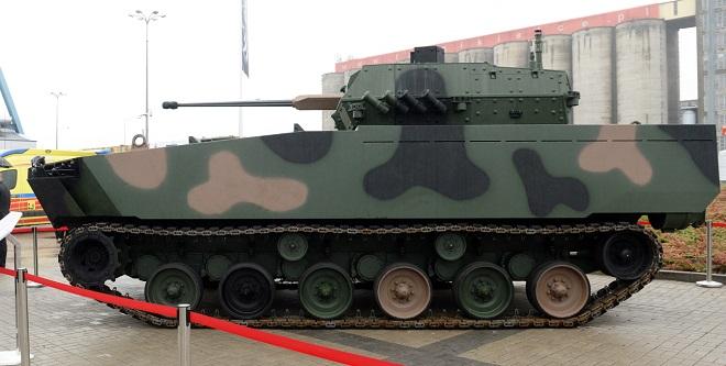 Nowy bojowy pływający wóz piechoty Borsuk zaprezentowany podczas XXV Międzynarodowego Salonu Przemysłu Obronnego w Kielcach.
