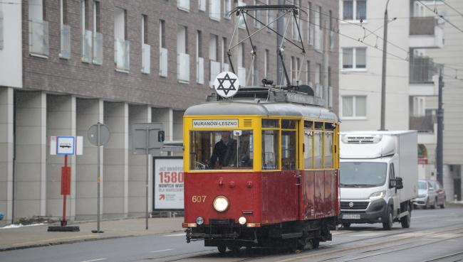 The vintage tram travels across Warsaw, 27 January. Photo: PAP/Jakub Kaminski