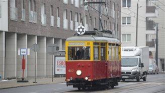 Auschwitz anniversary: empty tram recalls Warsaw