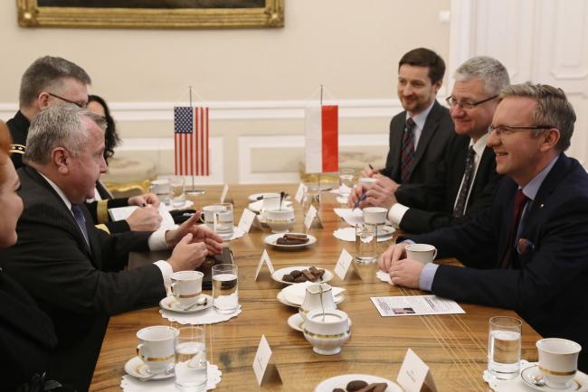 Заступник державного секретаря США Джон Салліван та голова Кабінету президента Польщі Кшиштоф Щерський під час зустрічі у Варшаві