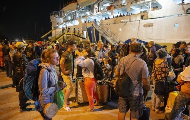 Эвакуация туристов с острова Ломбок