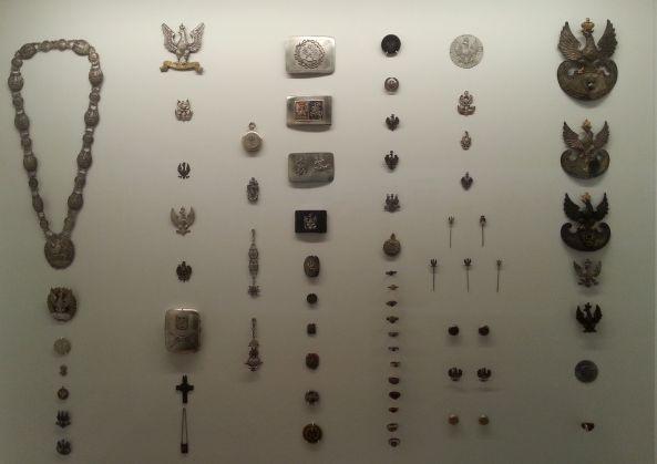 Стенд Кабинета патриотической галантереи в Музее Варшавы